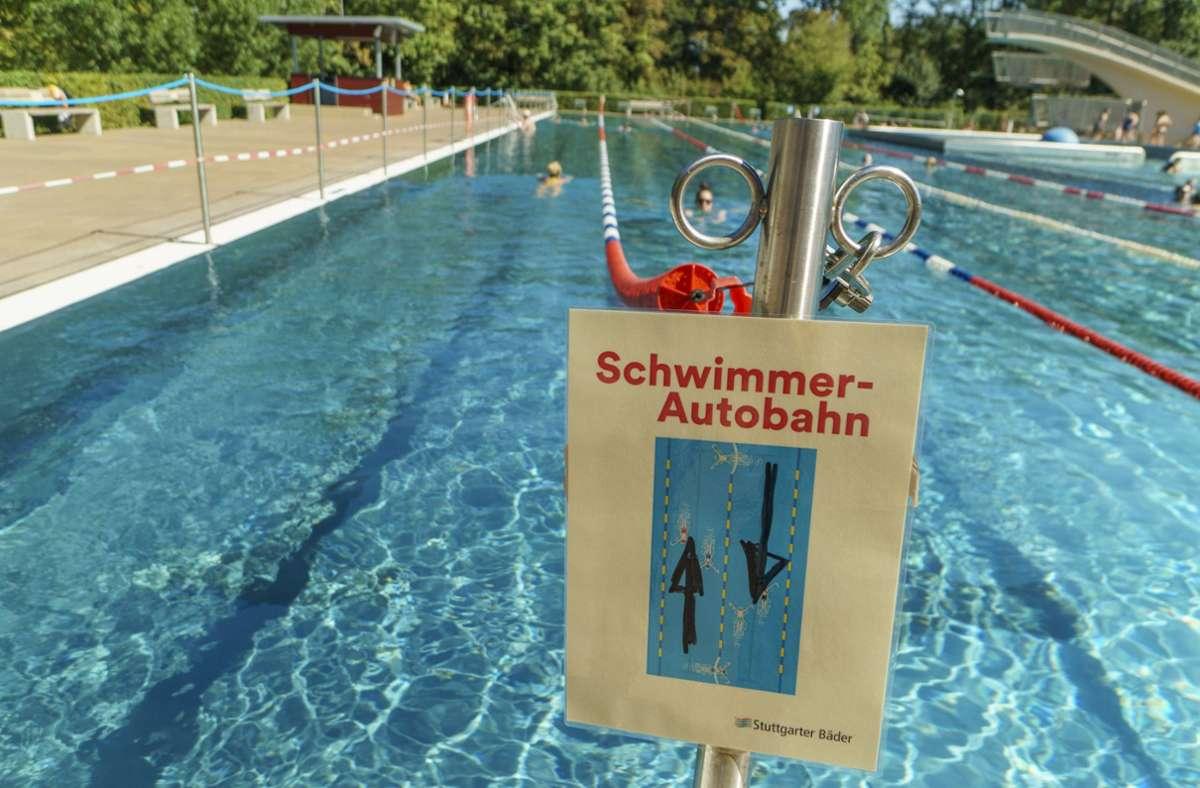 So sah es im vergangenen Sommer aus: klare Coronaregeln für Freibadbenutzer. Foto: 7aktuell.de/Oskar Eyb