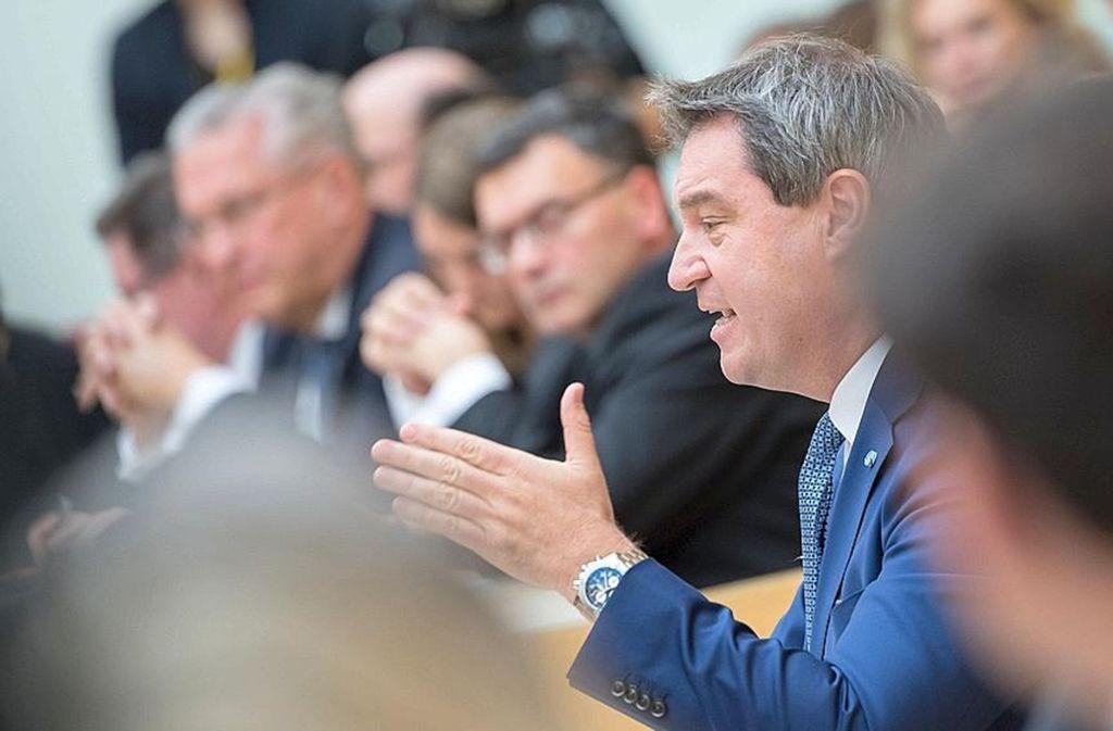 Markus Söder im Landtag; hinter ihm ein Teil der Regierungsbank Foto: dpa