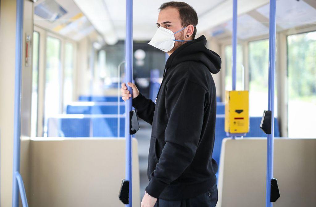 Kommt auch in Baden-Württemberg eine Maskenpflicht? Foto: dpa/Christoph Schmidt