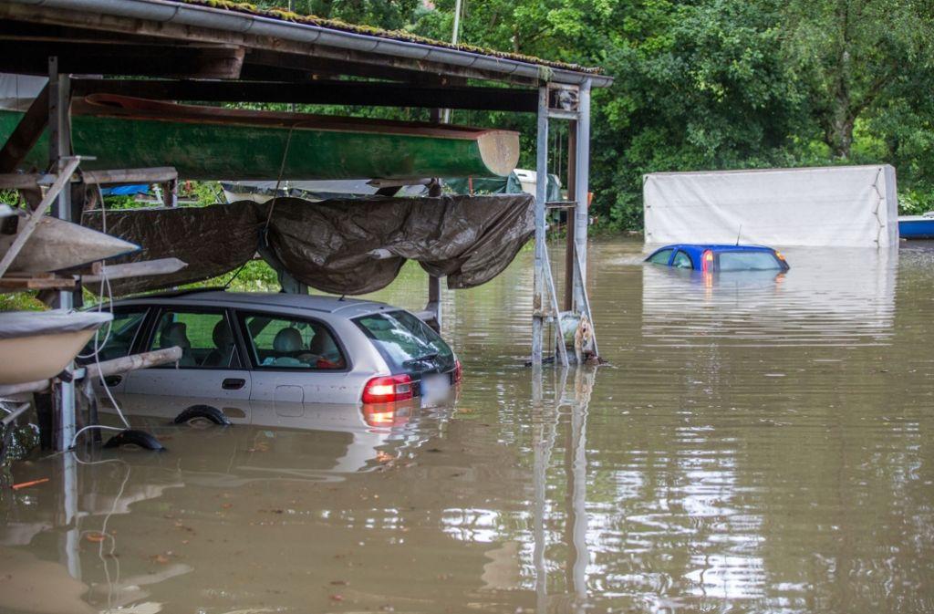 Elf Häuser und 25 Autos standen nach dem Defekt an der Schleuse unter Wasser. Foto: 7aktuell.de/Adomat