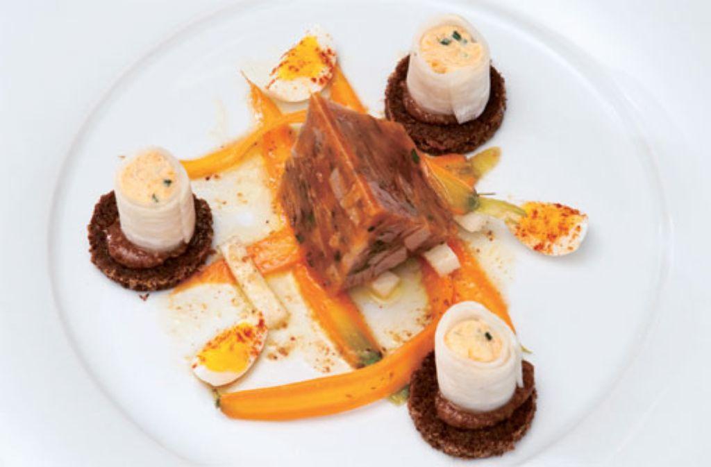 Bratensulz von der Kalbshaxe mit Obatztem im Rettich und Vinaigrette von Karotten und süßem Senf Foto: Verlagsedition netzwerk