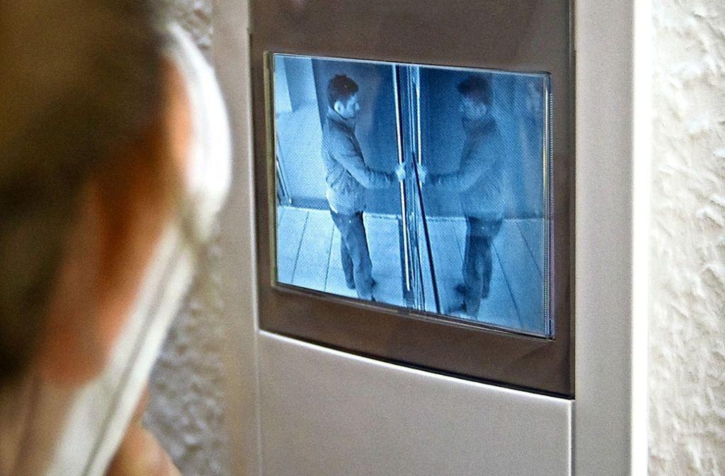 Wer ist an der Haustür? Für ältere Menschen eine zunehmend wichtige Frage. Foto: Franziska Kraufmann