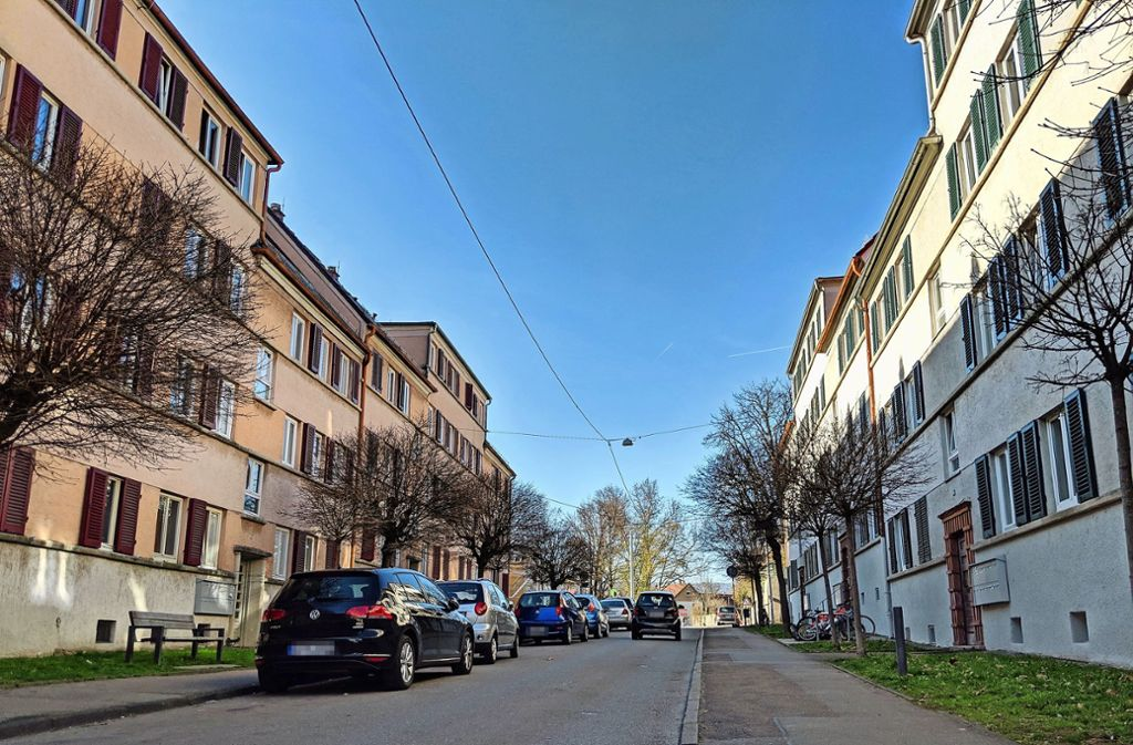 Die SWSG-Gebäude an der Abelsbergstraße im Raitelsberg (linke Straßenseite) sollen vom Herbst bis März 2021 saniert werden. Foto: Jürgen Brand