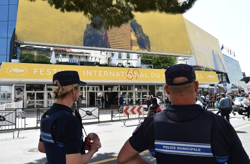 Erste Evakuierung des Festival-Palais in Cannes