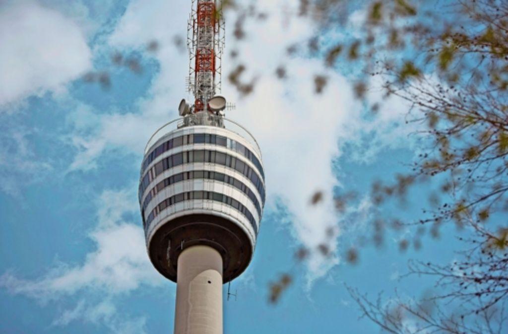 Der Stuttgarter Fernsehturm soll im Herbst 2015 wieder offen sein, so der Plan des SWR.  Die Geschichte der Turmschließung zeigen wir in der Fotostrecke. Foto: dpa