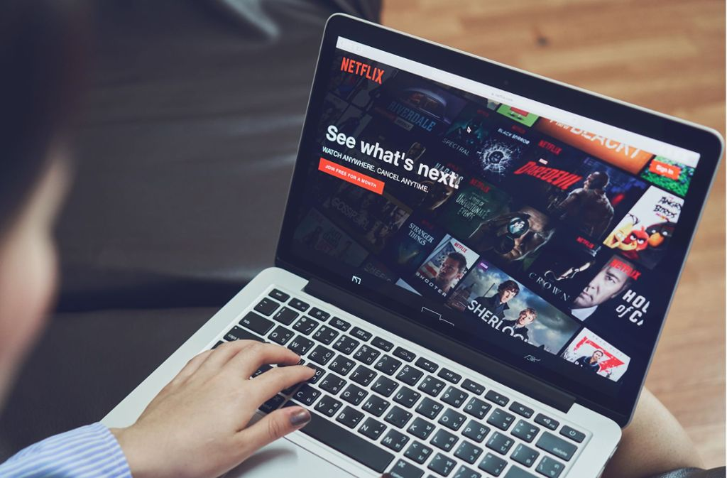 Netflix bietet eine der größten Mediatheken für Filme und Serien. Foto: Shutterstock/sitthiphong
