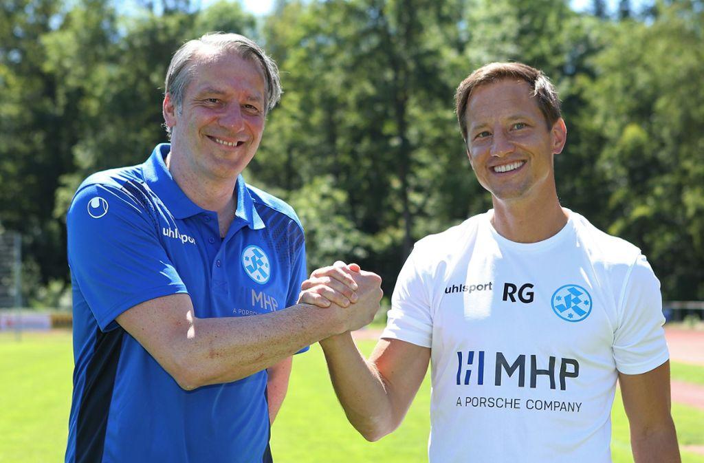 Der Sportliche Leiter Lutz Siebrecht (li.),  Trainer Ramon Gehrmann: Hand in Hand mit den Stuttgarter Kickers zum Regionalliga-Aufstieg? Foto: Baumann