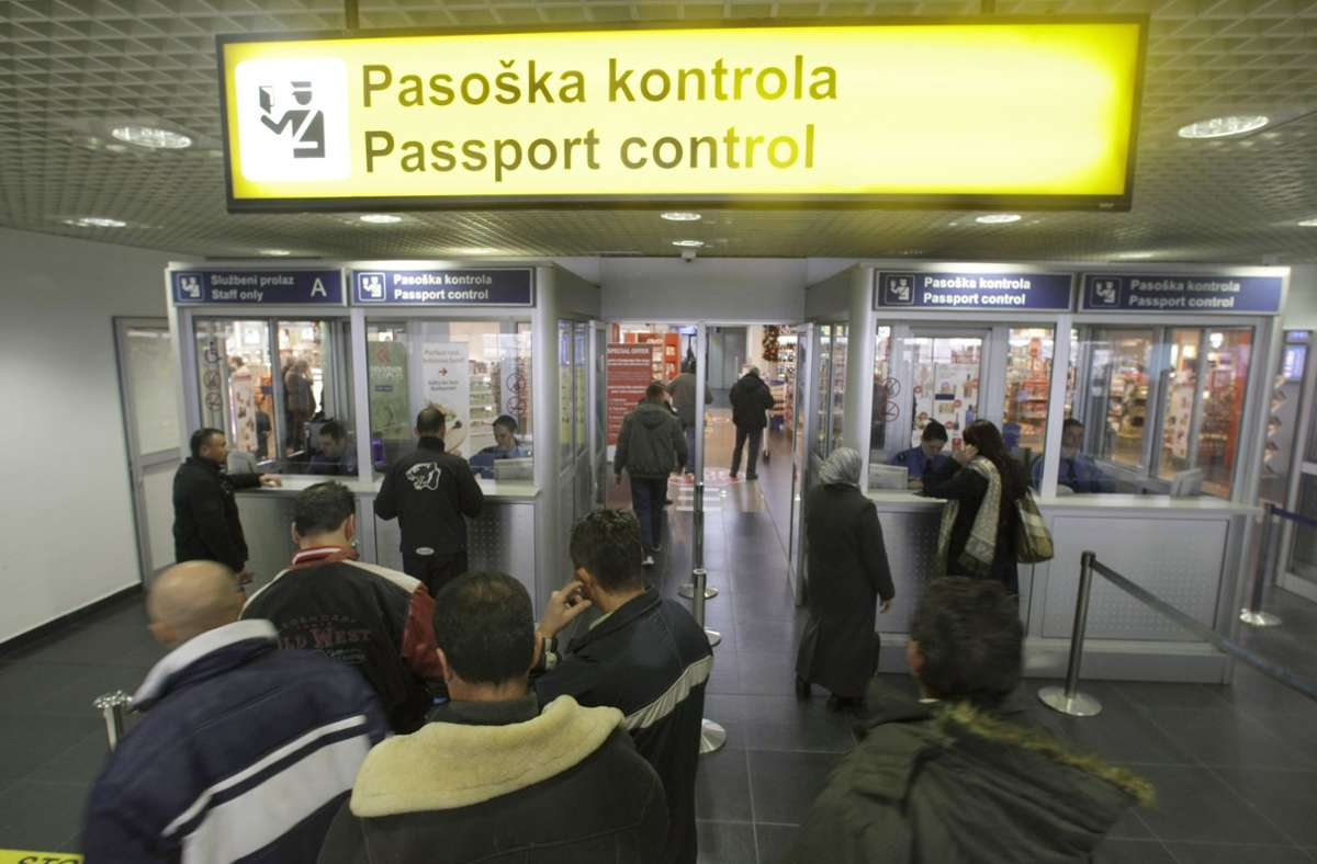 Immerhin: einen Nikola-Tesla-Flughafen gibt es in Serbien bereits. Foto: AP/Vojinovic