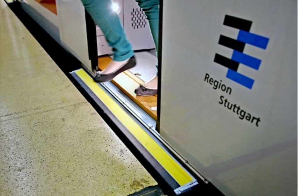 Das ewige Rein, raus, rein, raus haben die Schiebetritte der neuen S-Bahnen nicht verkraftet – mit katastrophalen Folgen für den S-Bahn-Takt. Foto: Gottfried Stoppel