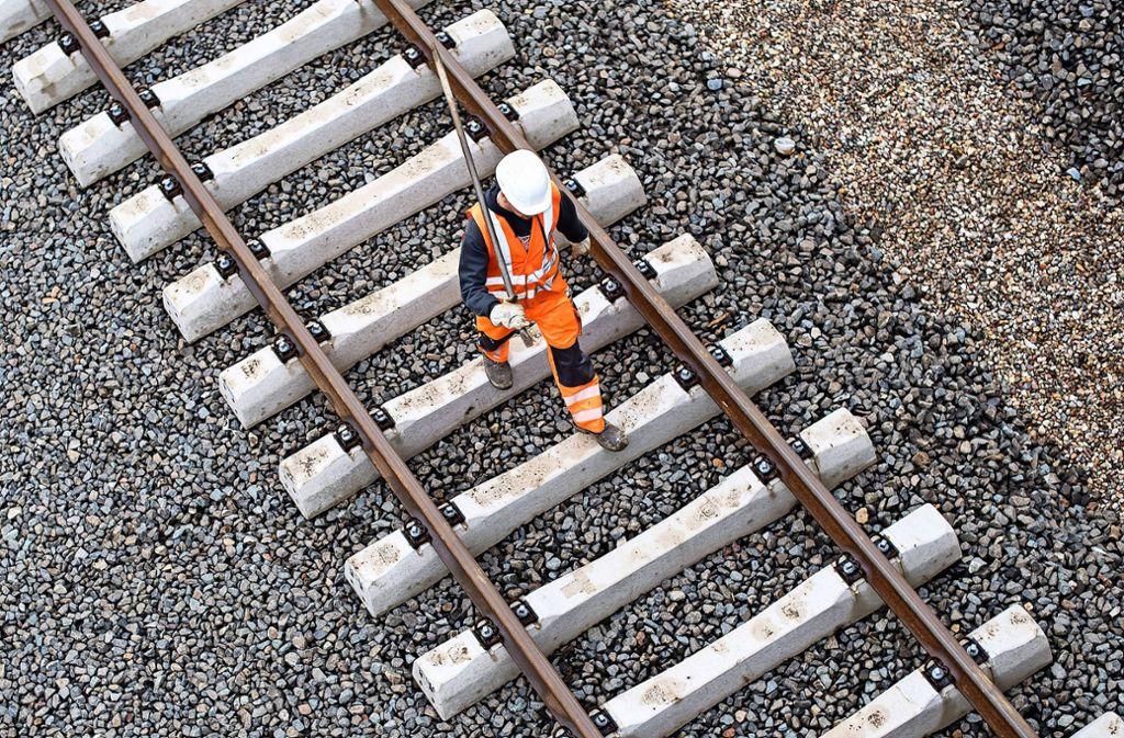 Die Bahn baut in diesem Jahr bundesweit an bis zu 800 Stellen gleichzeitig. Foto: dpa