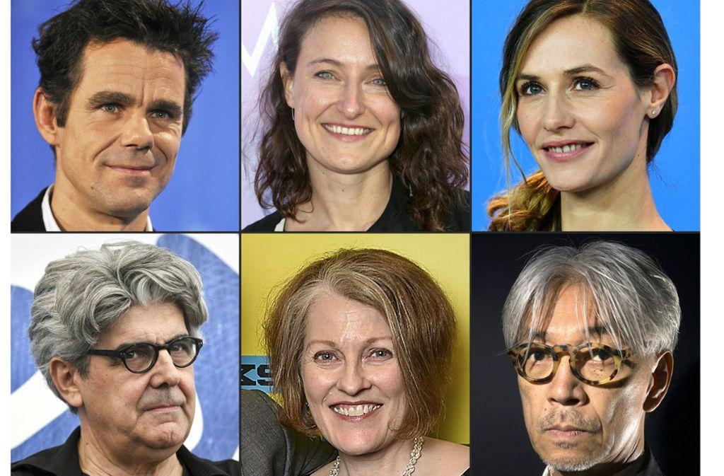 Die Berlinale Jury, im Uhrzeigersinn von links oben: Tom Tykwer, Adele Romanski, Cécile de France, Ryuichi Sakamoto, Stephanie Zacharek und Chema Prado Foto: AFP
