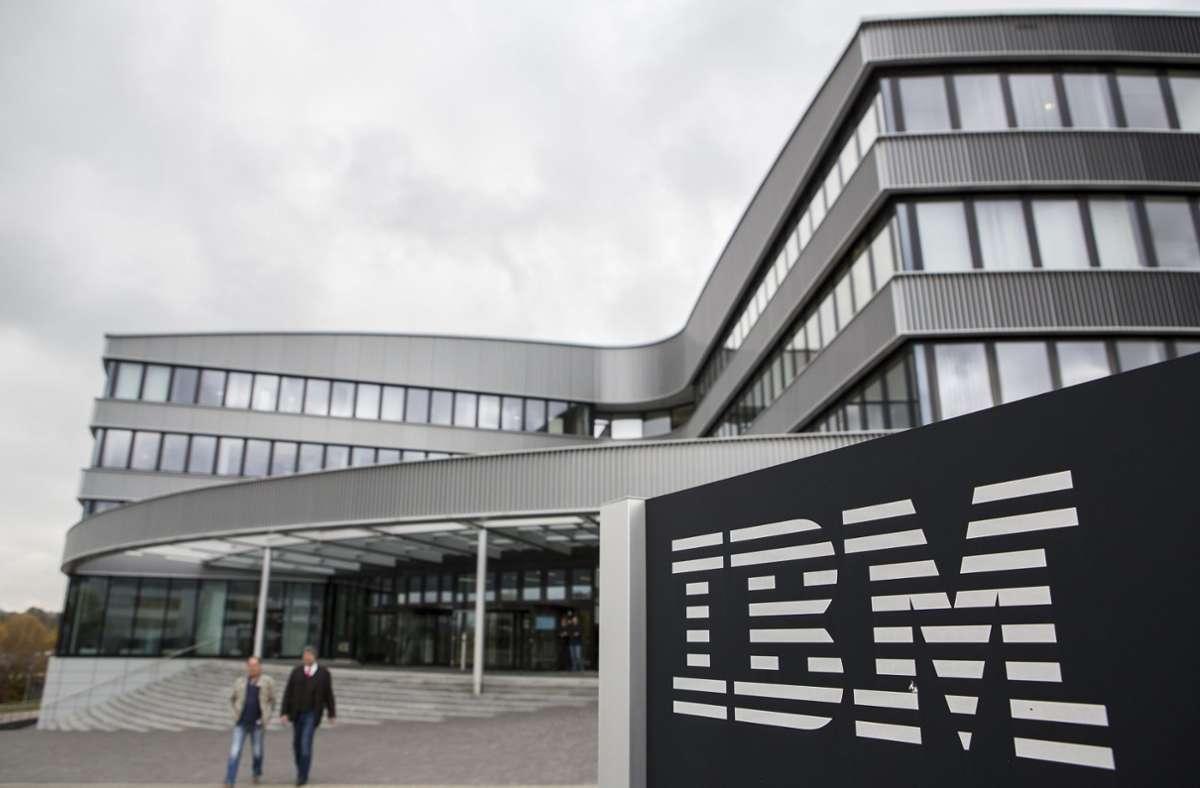 IBM plant die Streichung von weiteren Stellen in Deutschland. (Archivbild) Foto: dpa/Silas Stein