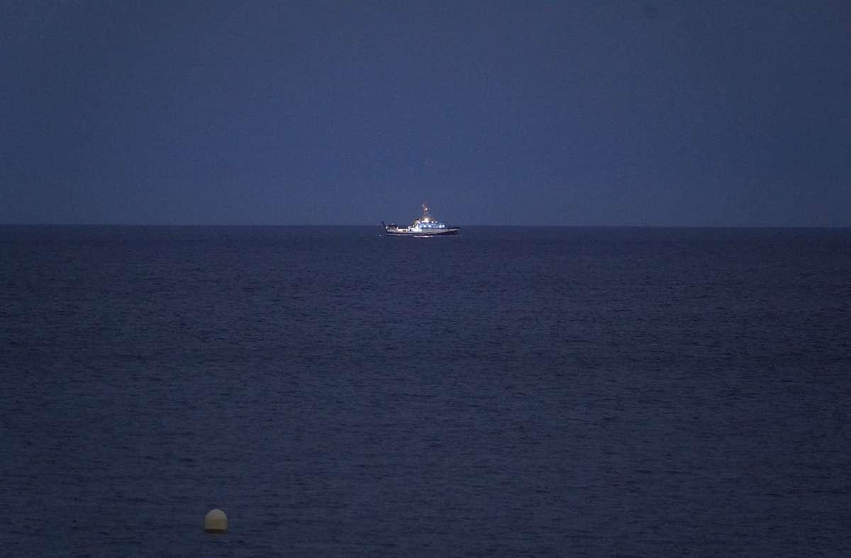 """Das ozeanographische Schiff """"Angeles Alvarino"""" ist an der Suche nach den vermissten Mädchen beteiligt gewesen. Foto: dpa/---"""