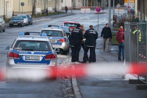 Polizei: Handgranate über Zaun geworfen