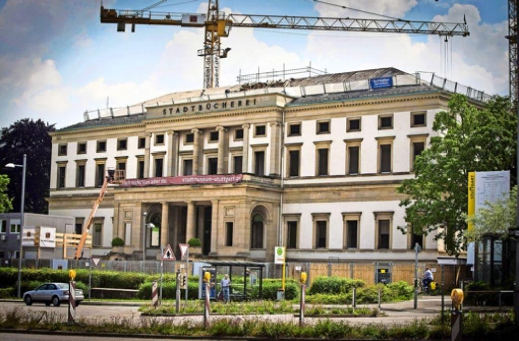 Die Kräne drehen sich über dem Wilhelmspalais. Dort entsteht das künftige Stuttgarter Stadtmuseum. Foto: Achim Zweygarth