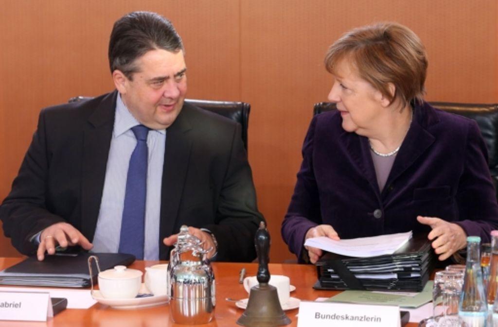 Bei der Kabinettssitzung wähnte die Kanzlerin und  SPD-Chef Gabriel das Problem mit dem Familiennachzug gelöst. Doch nun fordert die SPD Nachverhandlungen. Foto: dpa