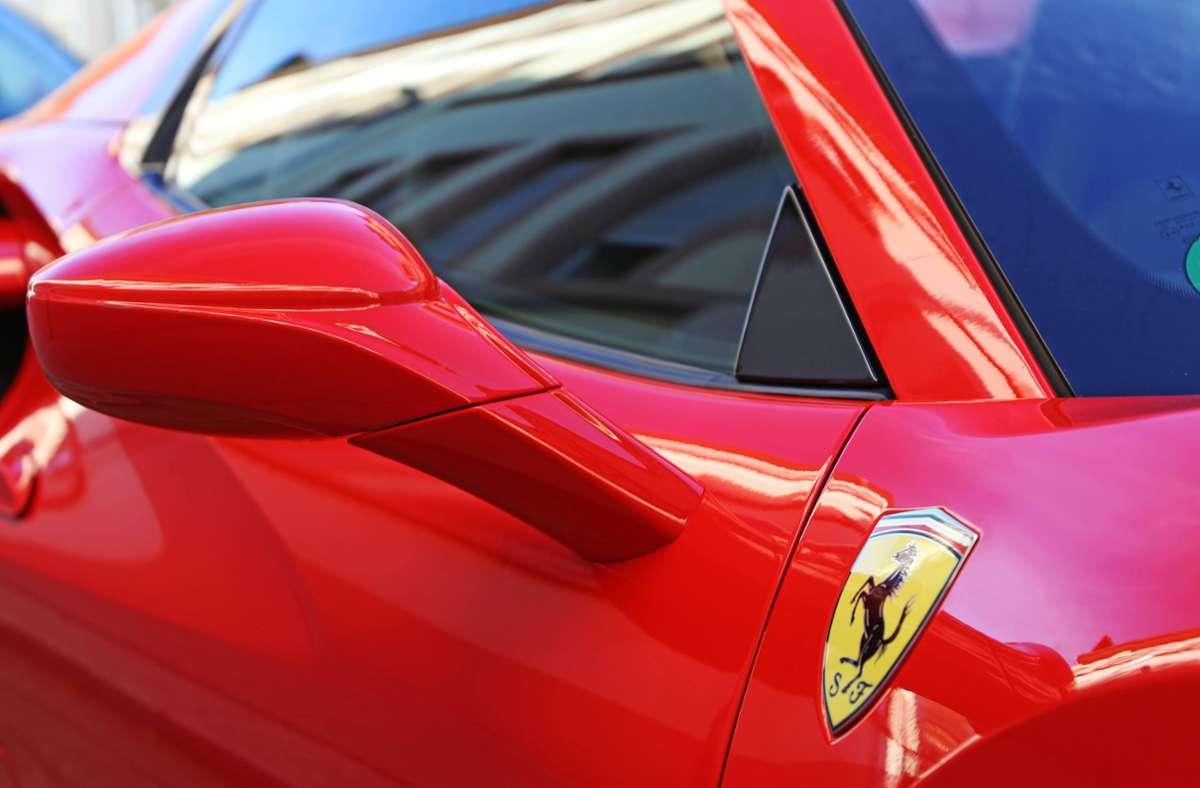 An dem Rennen soll unter anderem ein roter Ferrari beteiligt gewesen sein. (Symbolbild) Foto: imago images/U. J. Alexander/ via www.imago-images.de