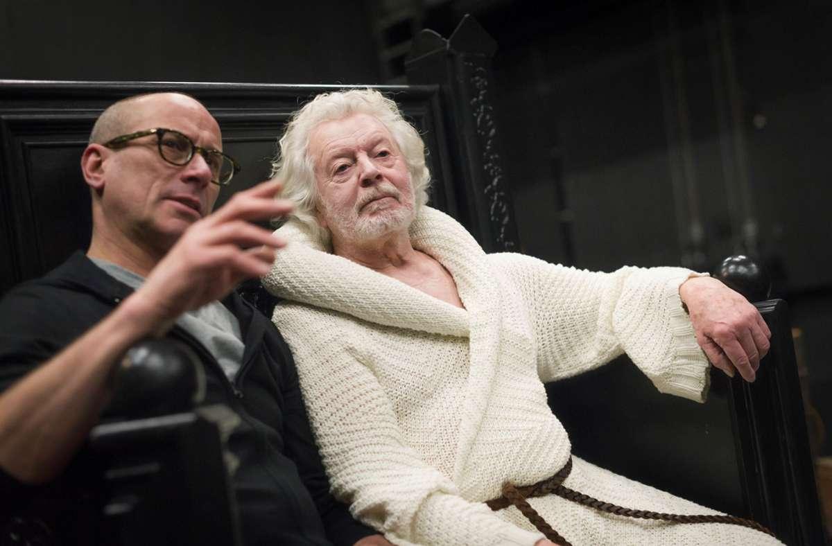 Mauro Bigonzetti (links) und Egon Madsen bei Proben im Theaterhaus Foto: Lichtgut/Max Kovalenko