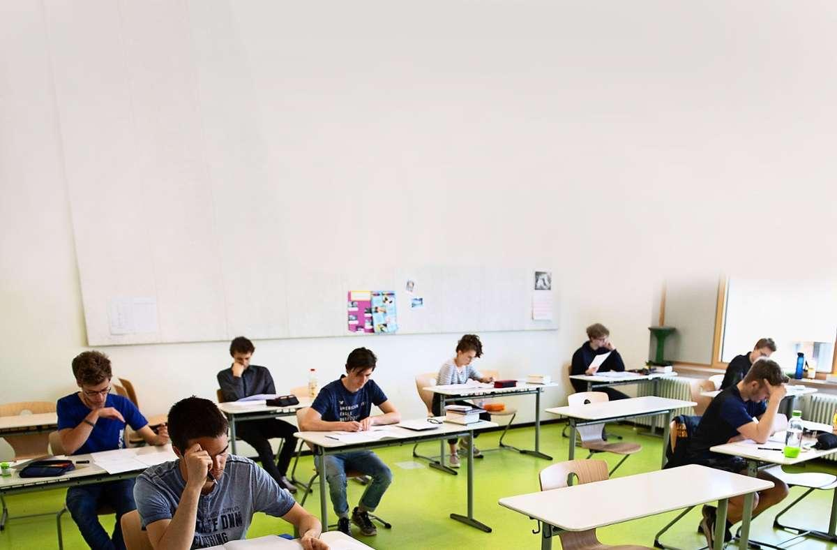 Jedes Jahr  bringen  Abschlussklausuren jede Menge Stress für die Abiturienten. Foto: dpa/Sebastian Kahnert