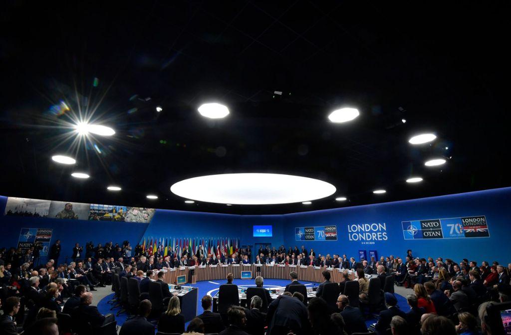 Die Staats- und Regierungschefs der Nato trafen sich bei ihrem Gipfel im Plenum. Foto: AFP