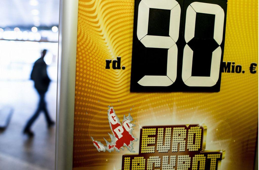 Drei Gewinner aus Bayern, Hessen und Ungarn können sich über jeweils 30 Millionen Euro freuen. Foto: dpa/Federico Gambarini