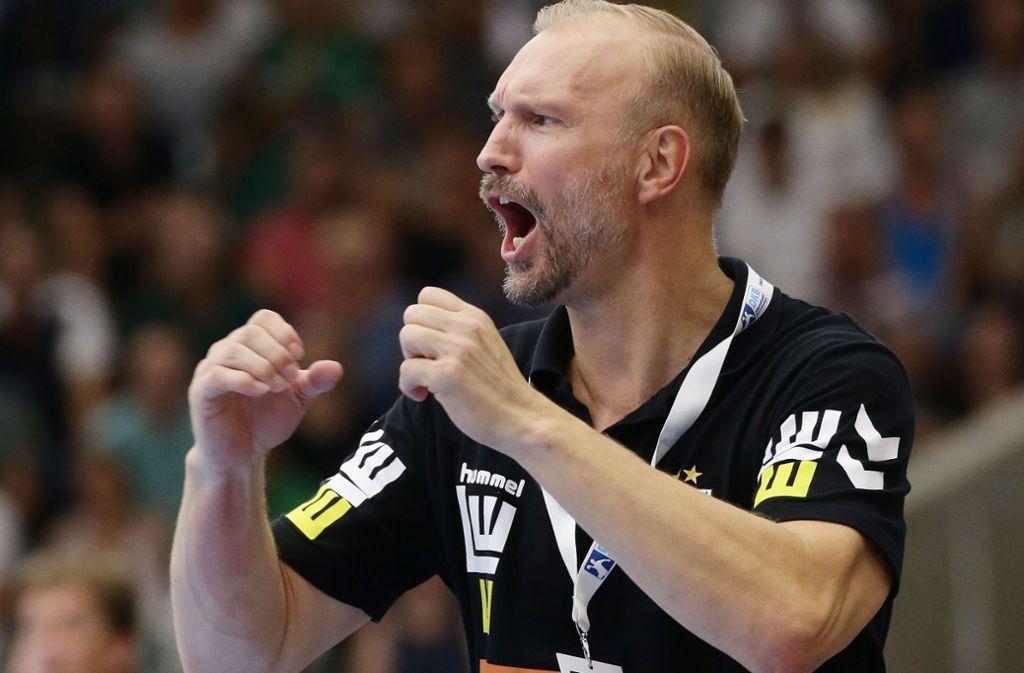 Mit viel Engagement an der Seitenlinie: Göppingens Trainer Hartmut Mayerhoffer. Foto: Baumann