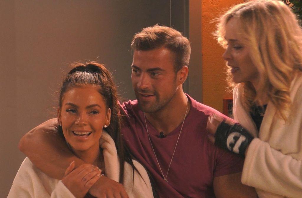 Sind alle drei noch in der Show: Janine Pink,   Tobias Wegener und Theresia Fischer (von links). Foto: dpa