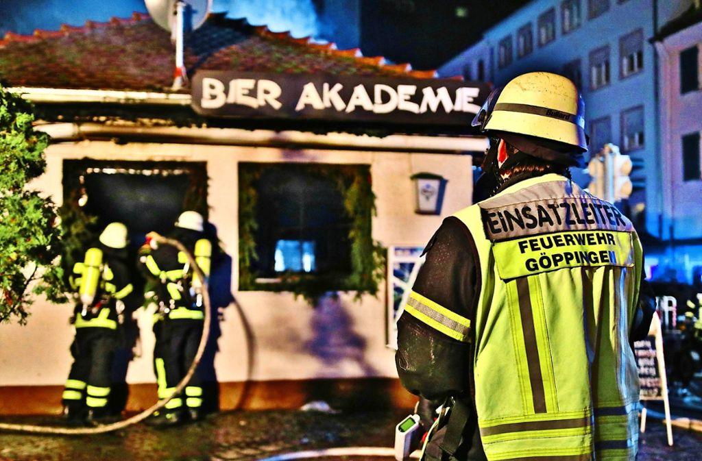 Der Brand in der Bierakademie in der Nacht auf den 3. Januar hat die Feuerwehr bis kurz vor Mitternacht in Atem gehalten. Foto: 7aktuell.de/Lermer