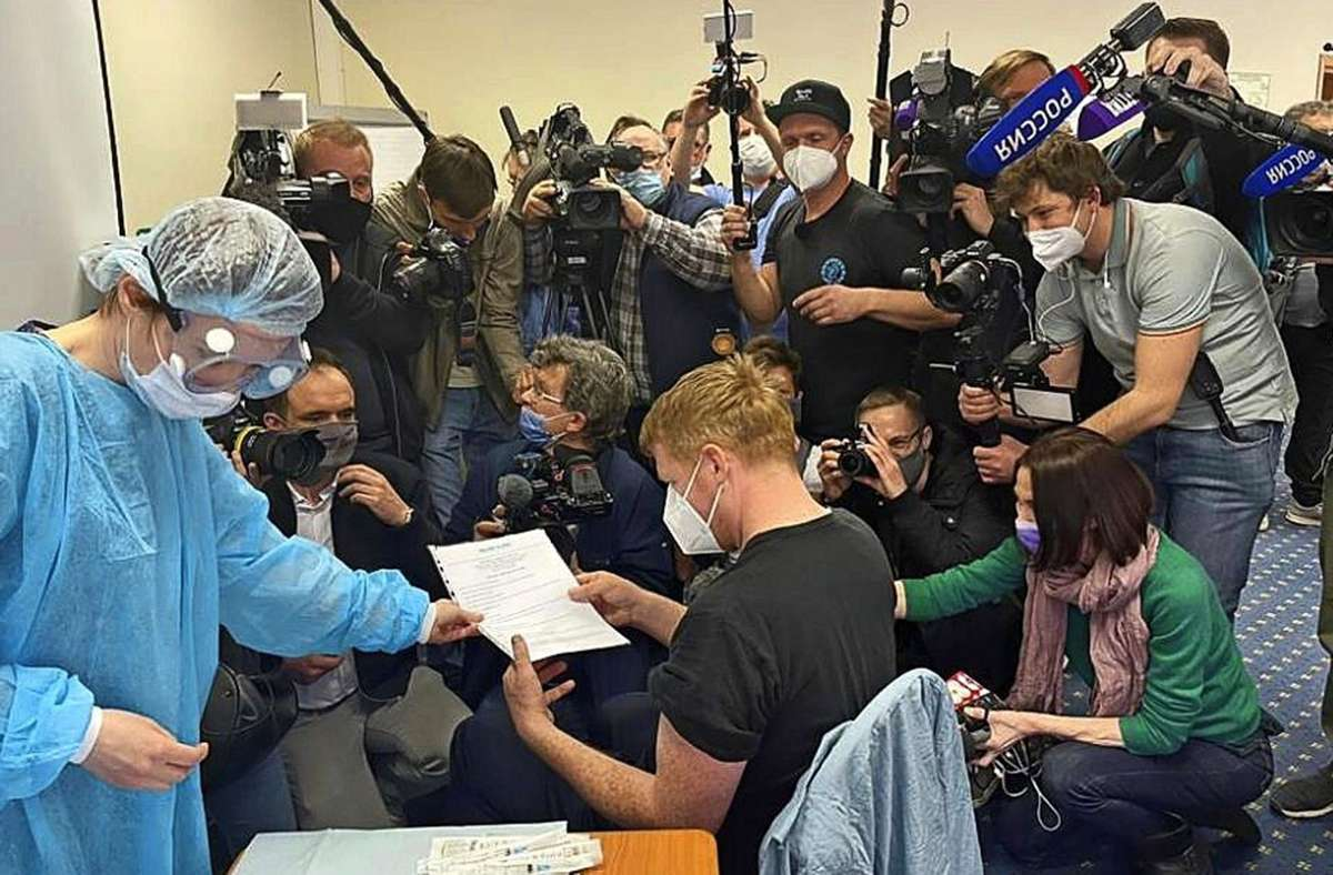 Erste Impftouristen aus Westeuropa lassen sich in Moskau mit Sputnik V gegen Covid-19 impfen. Foto: World Visitor