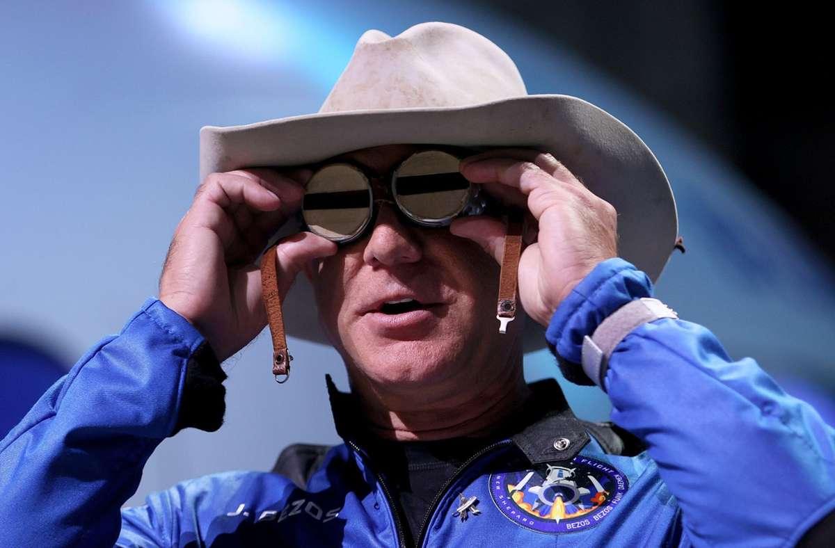Amazon-Gründer Jeff Bezos als Space Cowboy. Foto: AFP/JOE RAEDLE