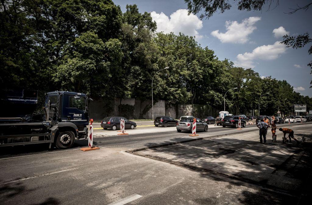 Die Cannstatter Straße wird für die neue Busspur vorbereitet. Foto: Lichtgut/Leif Piechowski