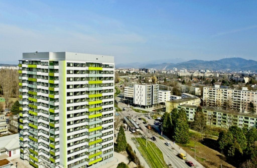 Das klimaneutrale Hochhaus in Freiburg sorgt für ein besseres Klima. Foto: dpa