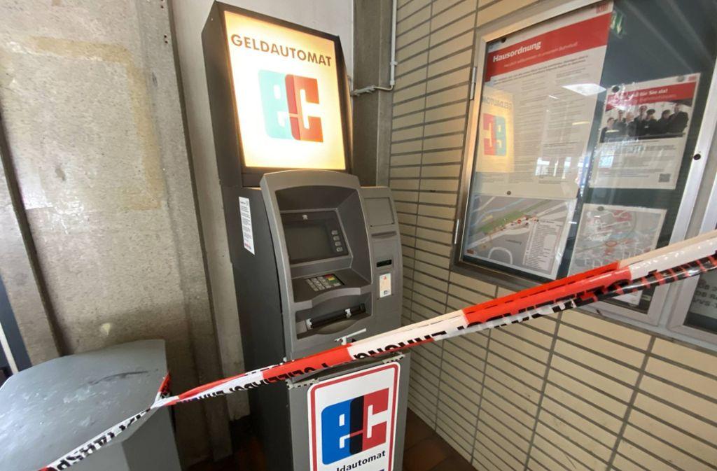 Unbekannte Täter versuchten im Bahnhof Leonberg einen Geldautomaten aufzubrechen. Foto: 7aktuell.de/Nils Reeh/7aktuell.de | Nils Reeh