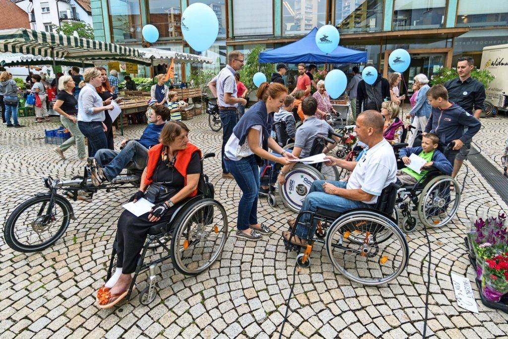 Das Gerlinger Pflaster ist eine besondere Hürde für die Rollstuhlfahrer. Foto: factum/Weise