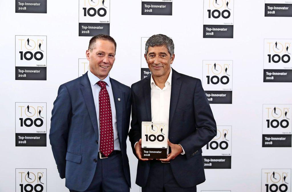 Ranga Yogeshwar (rechts) überreicht den Preis an Gerald Haas. Foto: privat