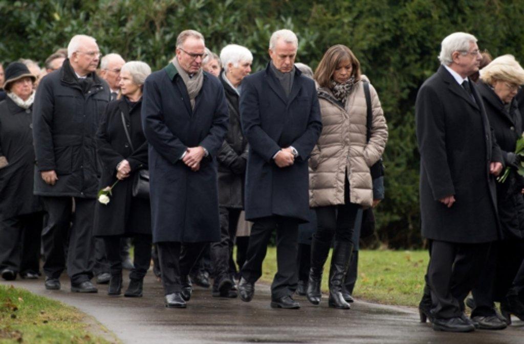 Zur Trauerfeier für den verstorbenen Udo Lattek erscheint auch viel Fußball-Prominenz. Foto: dpa