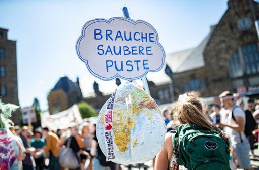 Erste Demonstranten in Aachen eingetroffen