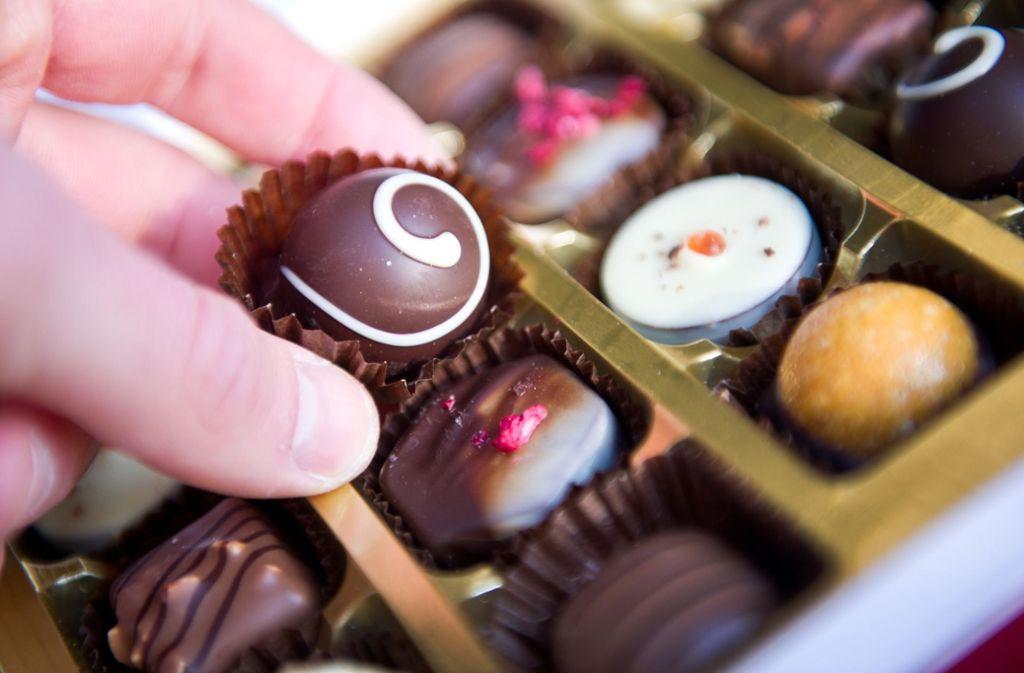 Wie viele Kalorien hat eine Praline? Verbraucherschützer werfen herstellern vor, das geschickt zu verschleiern. Foto: dpa