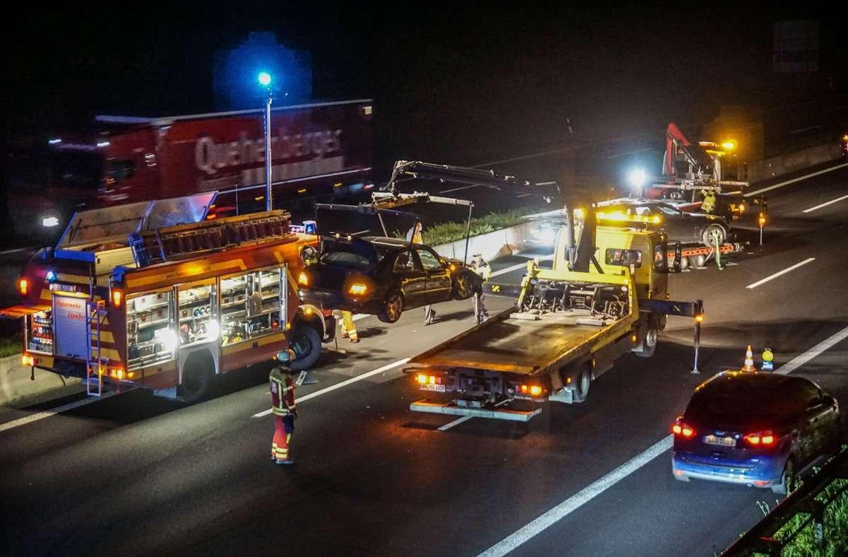 Für die Bergung der Fahrzeuge wurde die A8 zeitweise voll gesperrt. Foto: SDMG/SDMG / Dettenmeyer
