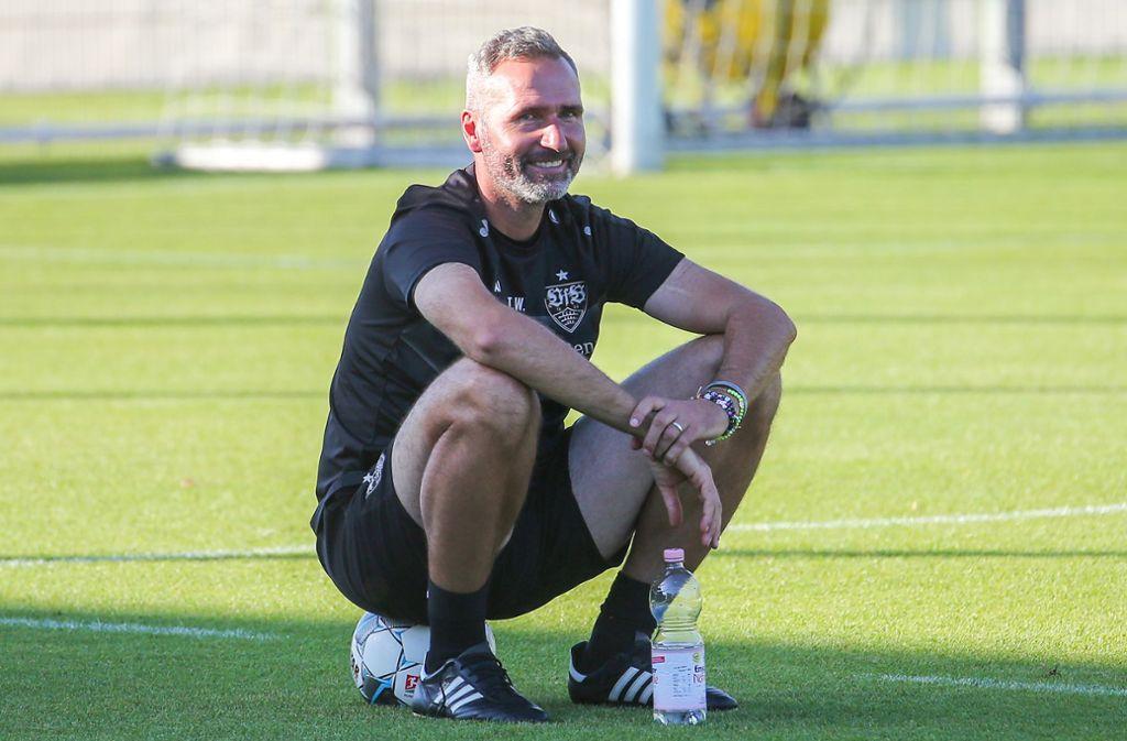 Freut sich auf das Derby gegen den Karlsruher SC: Tim Walter, der Trainer des VfB Stuttgart Foto: Baumann