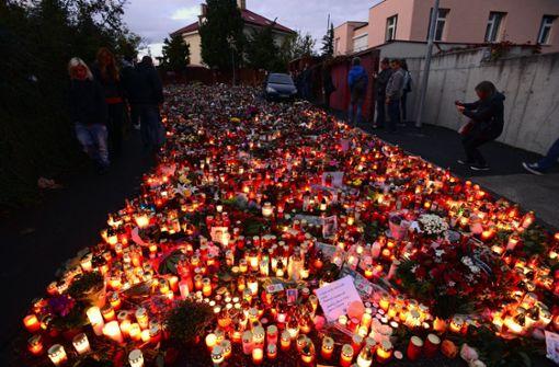 Tausende nehmen Abschied in Prag