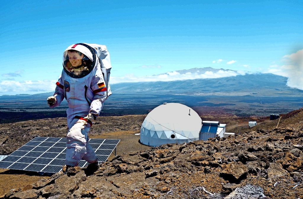 """Außeneinsätze waren bei dem Experiment auf Hawaii für Christiane Heinicke besonders hart: """"Ich dachte oft: Wie schön wäre es, jetzt mal die Sonne auf der Haut zu spüren und nicht nur zu merken, dass es zu warm wird im Raumanzug."""" Foto: TU Ilmenau"""