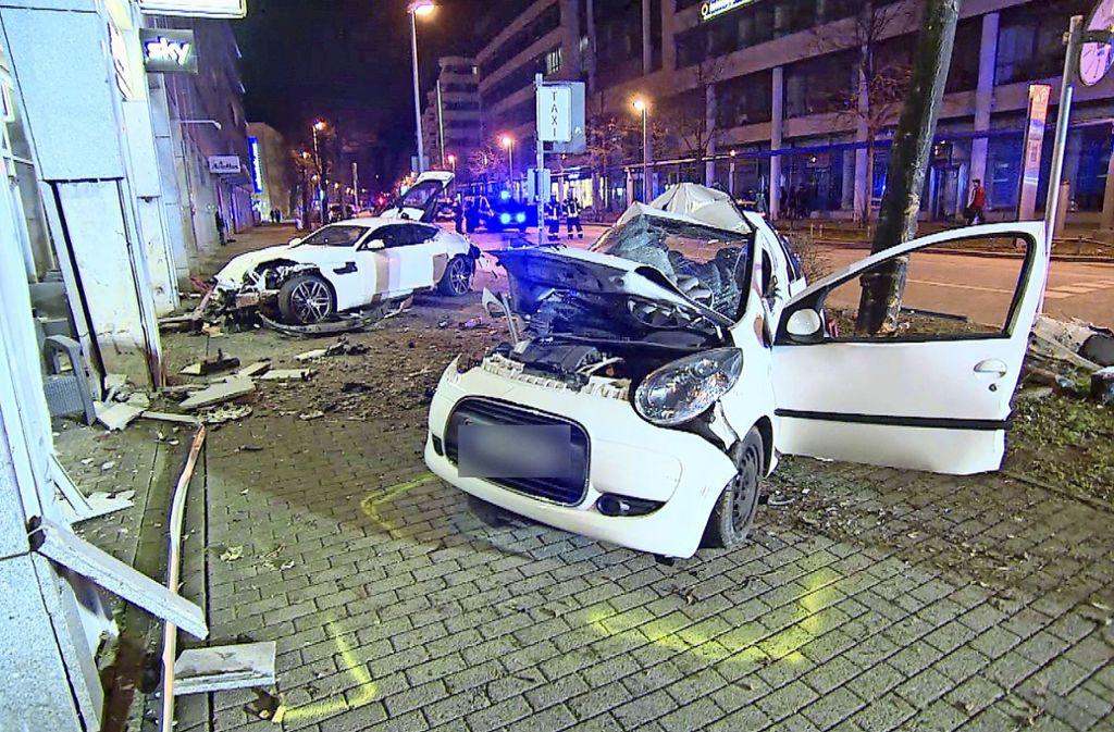 Die Eltern der Opfer im Kleinwagen (vorne im Bild) sind Nebenkläger. Foto: 7aktuell.de/