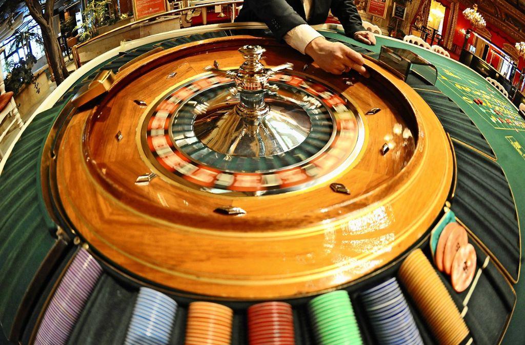 Rien ne va plus? Der Besuch in einem Casino ist zweifelsohne ein Erlebnis, doch Glücksspiel kann süchtig machen. Foto: dpa/Uli Deck