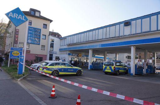 Bewaffneter Raubüberfall in Tankstelle – Täter nach Fahndung gefasst