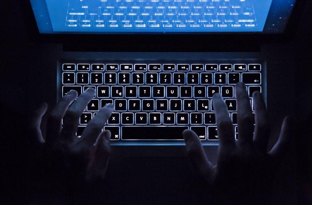 Es wird schmutzig: Hacker könnten den Bundestagswahlkampf beeinflussen. Foto: dpa
