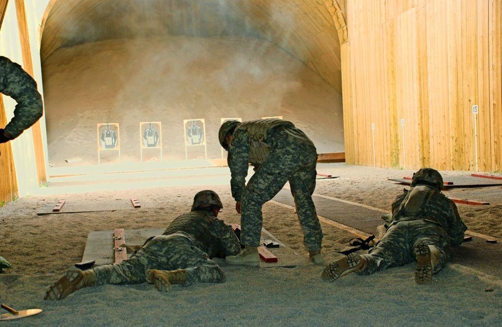 Wenn die US-Streitkräfte ihre Treffsicherheit erproben, ist das in den benachbarten Wohngebieten unüberhörbar – noch. Foto: Archiv