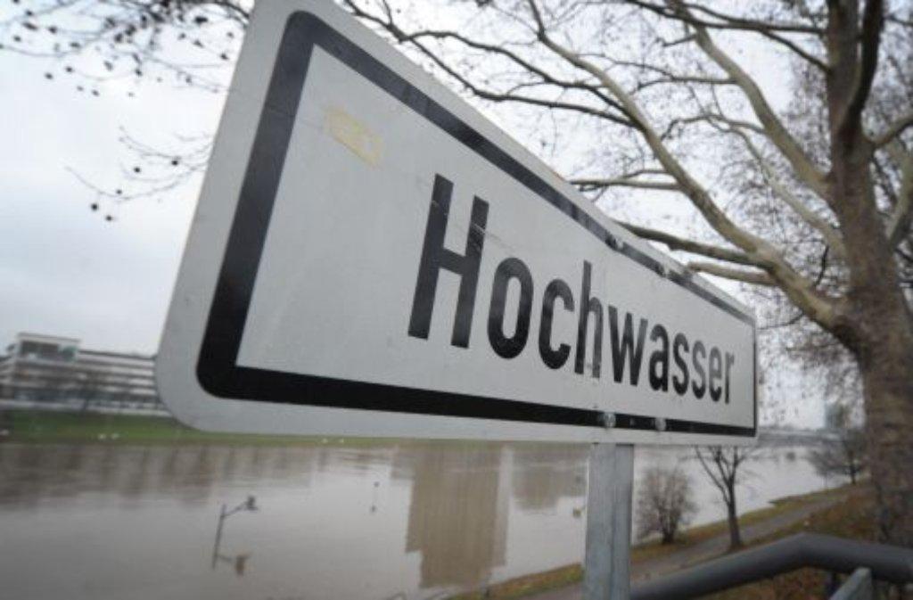 Achtung, Hochwasser: An allen Flüssen in Baden-Württemberg steigen die Pegel. Foto: dpa