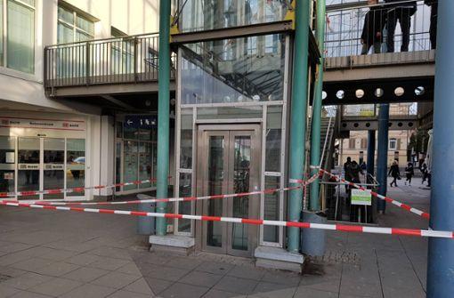 Aufzug stürzt ab: Zwei Verletzte