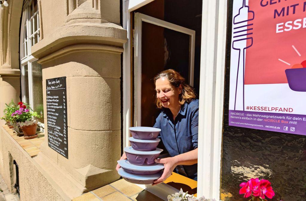 Wenn sie schon Take-Away anbiete, dann bitteschön nicht in Verpackungsmüll, sagt die Lehen-Wirtin Karin Beck. Foto: Kathrin Wesely